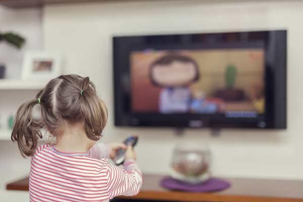 çocuklarda tv izlemek